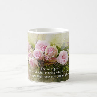 147:11 de psaume, vers de bible, panier des roses mug