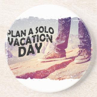 1er mars - prévoyez un jour de vacances solo dessous de verres