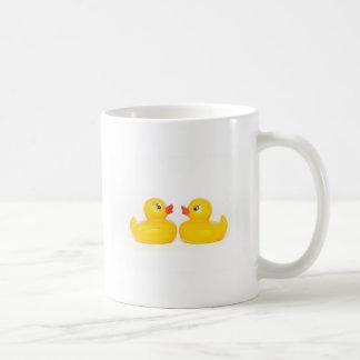 2 canards en caoutchouc dans l'amour tasse