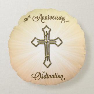 50ste Jubileum van Ordening, Gouden Kruis op Ster Rond Kussen