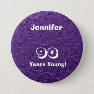90 ans de jeune de poupées de bouton anniversaire badge rond 7,6 cm