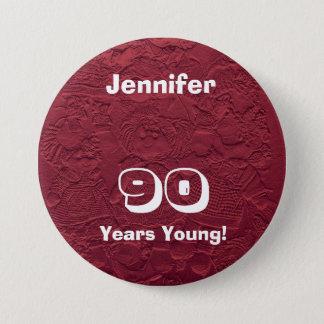 90 ans de jeune de poupées de Pin de bouton cadeau Badge Rond 7,6 Cm