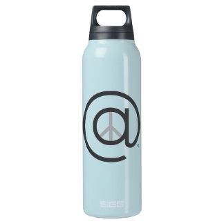 À la bouteille d'eau de bleu de paix