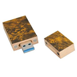 À l'encre noire sur l'arrière - plan jaune clé USB 3.0 en bois
