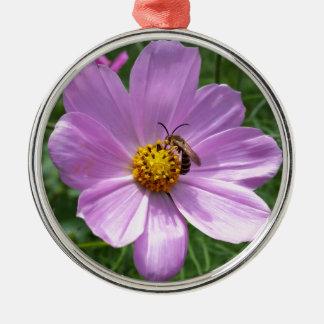 abeille sur la fleur ornement rond argenté