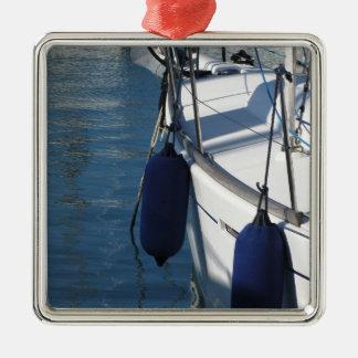 Aile gauche de bateau à voile avec deux ornement carré argenté