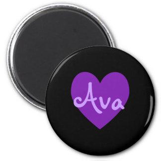 Aimant Ava dans le pourpre