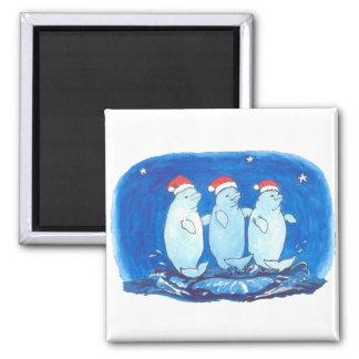 Aimant Baleines mignonnes de beluga de Noël dansant sur