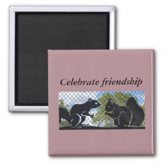 Aimant Célébrez l'aimant d'écureuils de citation d'amitié