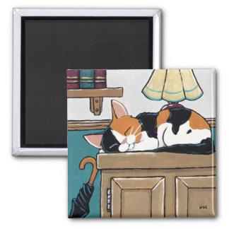 Aimant Chat de calicot de sommeil sur la peinture de