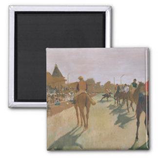 Aimant Chevaux de course d'Edgar Degas | devant les