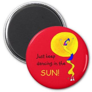 Aimant Continuez juste à danser au soleil, type lunatique