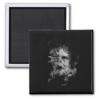 Aimant Edgar Allan Poe dans la fumée avec Raven