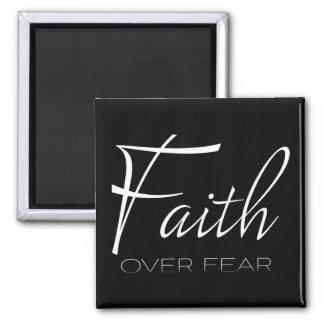 Aimant Foi au-dessus d'encouragement de crainte dans le