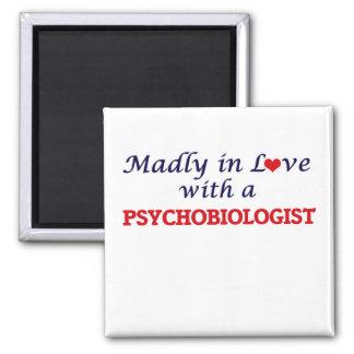Aimant Follement dans l'amour avec un Psychobiologist