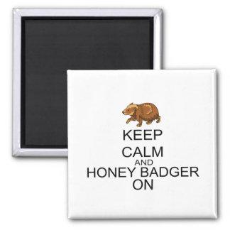 Aimant Gardez le calme et le blaireau de miel dessus