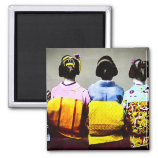 Aimant Geishas vintages dans les kimonos colorés et les