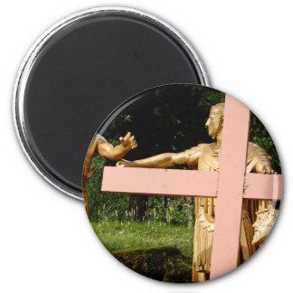 Aimant Jésus avec la croix