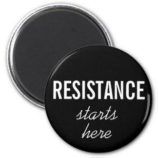Aimant La résistance commence ici, le texte blanc sur