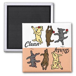 Aimant Labradors de danse heureux propre/sale