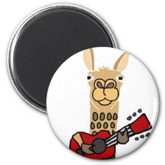 Aimant Lama drôle jouant la guitare