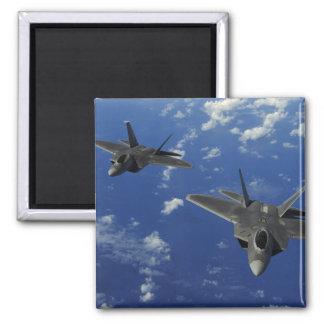 Aimant L'Armée de l'Air d'USA F-22 Raptors en vol près de