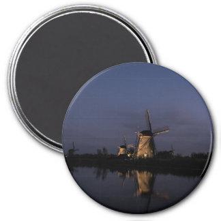Aimant Moulin à vent lumineux à l'heure bleue