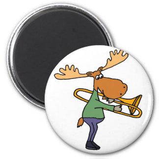 Aimant Orignaux drôles mignons jouant l'art de trombone