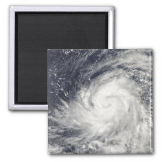 Aimant Ouragan Lupit au-dessus de l'océan pacifique
