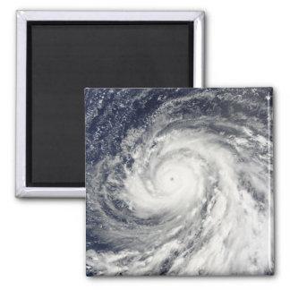 Aimant Ouragan superbe Choi-WAN au-dessus des îles