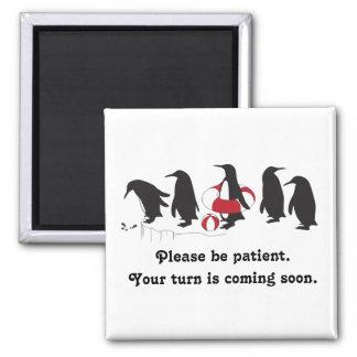 Aimant Pingouins attendant dans la ligne drôle lunatique