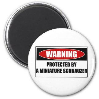 Aimant Protégé par un Schnauzer miniature
