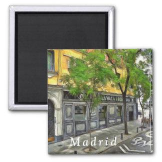 Aimant Restaurant dans une rue tranquille de Madrid