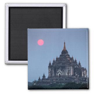 Aimant Temple bouddhiste au coucher du soleil
