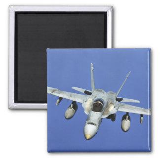 Aimant Un frelon F/A-18 participe à une mission