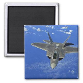 Aimant Une Armée de l'Air d'USA F-22 Raptor en vol près