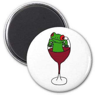 Aimant XX grenouille d'arbre dans un verre de vin