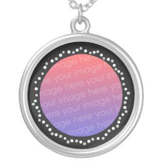 Ajoutez le collier de cadre de noir de cercle de