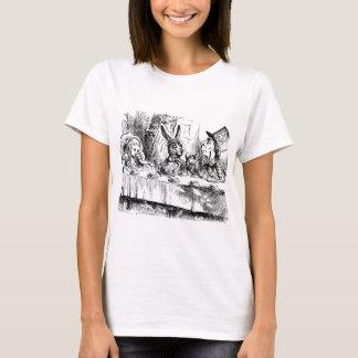 Alice dans le T-shirt vintage d'impression du pays