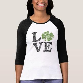 AMOUR de Jour de la Saint Patrick avec le shamrock T-shirt