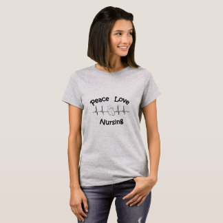 Amour de paix soignant le T-shirt de base