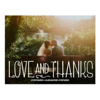 Amour sensible et mercis épousant le carte de