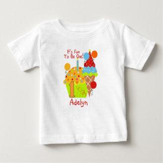 Amusement de petits gâteaux et de crème glacée à t-shirt pour bébé