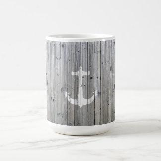 Ancre nautique blanche vintage de hippie sur le mug