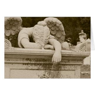 Ange pleurant dans la carte de sympathie de sépia