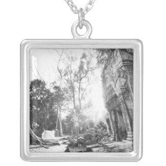 Angkor Cambodge, détails merci Prohm Collier