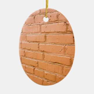 Angle de vue sur le mur de briques rouge ornement ovale en céramique
