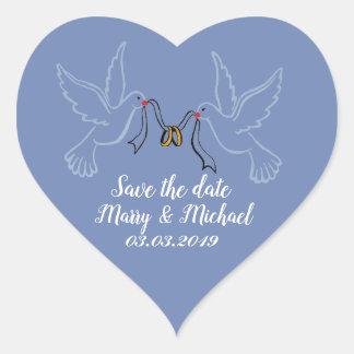 Anneaux d'or de colombes épousant des autocollants