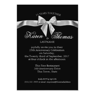 Anniversaire noir et argenté de ruban cinquantième carton d'invitation  12,7 cm x 17,78 cm