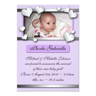 Annonces pourpres de naissance de coeurs de côté carton d'invitation  12,7 cm x 17,78 cm
